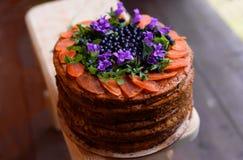 Grand beau biscuit délicieux de gâteau de cuisson avec remplir et cre image stock
