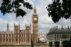 Grand Ben de l'autre côté de la passerelle 3191 de Westminster photographie stock libre de droits