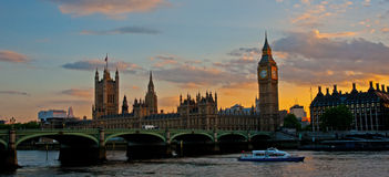 Grand Ben et passerelle de Westminster au coucher du soleil Image libre de droits