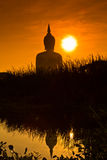 Grand Bouddha chez Wat Muang dans le coucher du soleil, Thaïlande Photo libre de droits