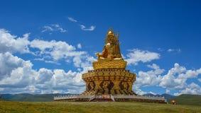 Grand Bouddha dans le Tibétain de Garze, Chine photos libres de droits
