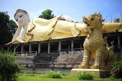 Grand Bouddha de temple de Wat Phra That Suthon Mongkol Khiri Images libres de droits