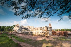 Grand Bouddha vieux chez Wat Lokaya Sutha Photographie stock