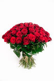 Grand bouquet d'isolement de la rose de 101 rouges d'isolement sur le blanc, vertic Image stock
