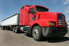 Grand camion d'installation Photographie stock libre de droits