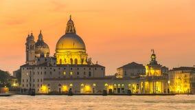 Grand Canal basilikaSanta Maria natt royaltyfri bild