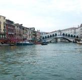 Grand Canal ed il ponte di Rialto Immagini Stock Libere da Diritti