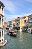 Grand Canal em Veneza da ponte de Rialto Imagens de Stock Royalty Free