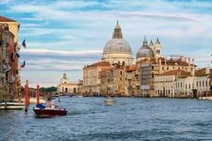Grand Canal en Basiliekdi Santa Maria della Salute in Venetië Royalty-vrije Stock Foto