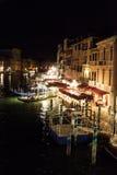 Grand Canal en la noche en Venecia, Itlay fotos de archivo