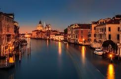 Grand Canal en la oscuridad en Venecia, Italia Foto de archivo libre de regalías