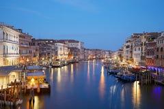 Grand Canal en Venecia, nadie por la tarde en Italia foto de archivo