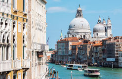 Grand Canal et basilique Santa Maria della Salute à Venise Photo stock