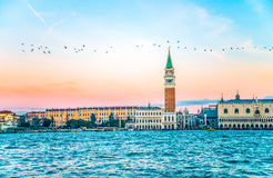 Grand Canal, het Tekenvierkant van Heilige met de kerk van San Giorgio di Maggiore bij dageraad - Venetië, Venezia, Italië, Europ Stock Afbeelding