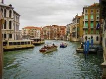 Grand Canal huvudsaklig vattenväg av Venedig, Italien royaltyfri bild