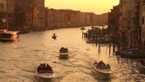 Grand Canal i Venedig på solnedgången arkivfilmer