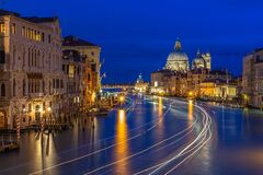 Free Grand Canal In Venice At Night Stock Photo - 170990490