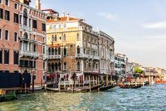 Grand Canal -mening dichtbij de Kerk van San Moise in Venetië royalty-vrije stock foto
