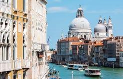 Grand Canal och basilika Santa Maria della Salute i Venedig Arkivfoto