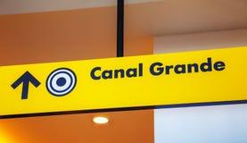 Grand Canal -richtingsteken in Venetië Stock Foto's