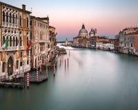 Grand Canal und Santa Maria della Salute Church von Accademia B Lizenzfreie Stockbilder