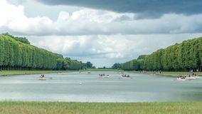 Grand Canal van het Paleis van Versailles met boten timelapse in Frankrijk stock footage