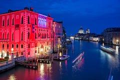 Grand Canal van 's nachts Venetië Stock Afbeeldingen