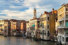 Grand Canal veneciano en la oscuridad Imagenes de archivo