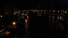 Grand Canal a Venezia, vista di notte dal ponte archivi video