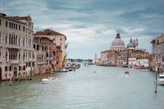 Grand Canal y basílica Santa Maria della Salute, Venecia, Italia Imagenes de archivo