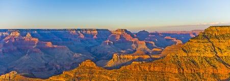 Grand Canyon au point de Mather dans la lumière de coucher du soleil photographie stock
