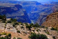 Grand Canyon con la señal de la garganta del río Colorado Foto de archivo