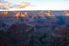 Grand Canyon an der Dämmerung Stockbild