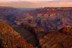 Grand Canyon färgrik landskapsikt på soluppgång Royaltyfria Bilder