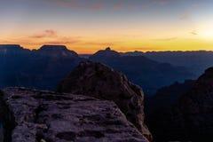 Grand Canyon, HDR fotografia, Południowy obręcz Arizona Słońce wzrasta nad jarem, tworzący zadziwiać barwi i zaświeca obraz stock