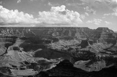 Grand Canyon i svartvitt Arkivfoton