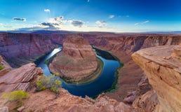 Grand Canyon med Coloradofloden som lokaliseras i sida, Arizona, USA arkivfoto