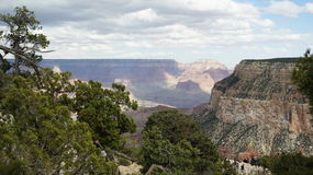 Grand Canyon mit bewölkten Himmeln Lizenzfreies Stockfoto