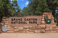 Grand Canyon nationalparkingång SignArizona Arkivbild