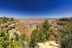 Grand Canyon, orlo del sud, giorno soleggiato con cielo blu Fotografia Stock