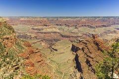 Grand Canyon, orlo del sud, giorno soleggiato con cielo blu Fotografie Stock Libere da Diritti