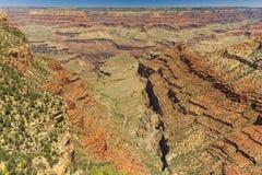 Grand Canyon, orlo del sud, giorno soleggiato con cielo blu Immagini Stock Libere da Diritti