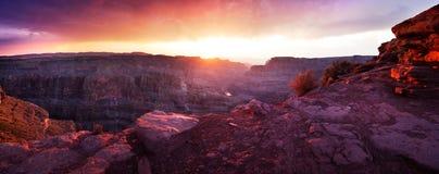 Grand Canyon - panorama- solnedgång Arkivbild