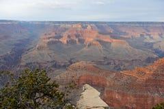 Grand Canyon -Panoramablick mit Klippen lizenzfreies stockbild