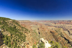 Grand Canyon, Südkante, sonniger Tag mit blauem Himmel Stockfotografie