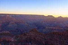 Grand Canyon soluppgång från Mather Point Arkivbilder