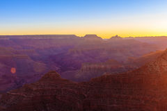 Grand Canyon soluppgång från Mather Point Arkivbild