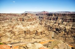 Grand Canyon västra kant - Eagle Point, sommardagen, blå himmel - Arizona, AZ arkivfoto