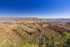 Grand Canyon, zuidenrand, zonnige dag met blauwe hemel Stock Afbeeldingen