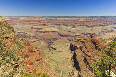 Grand Canyon, zuidenrand, zonnige dag met blauwe hemel Royalty-vrije Stock Foto's
